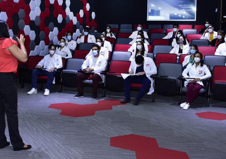 Salud Pública capacita a estudiantes de Medicina para aplicar vacunas contra Covid-19