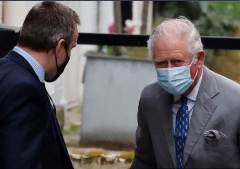 Príncipe Carlos visita a su padre el príncipe Felipe en el hospital