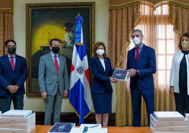 Donan 100 tabletas a la vicepresidencia en apoyo al Plan de Vacunación contra Covid-19