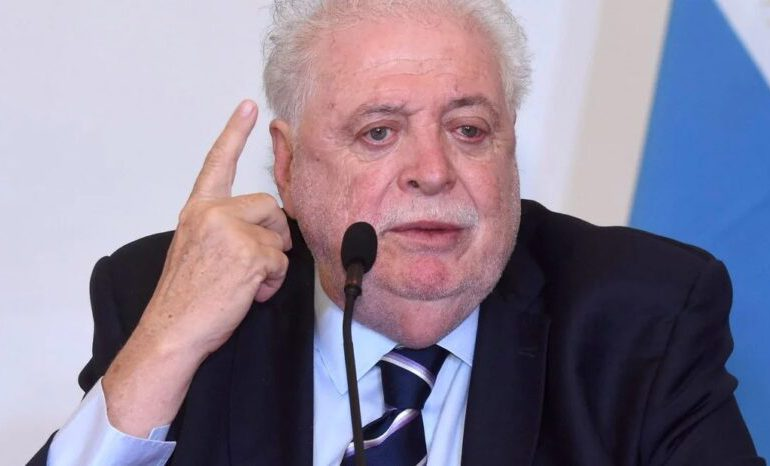 Ministro de Salud argentino renuncia tras escándalo de vacunaciones a sus allegados
