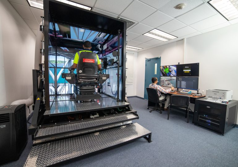 Empresa de soluciones logísticas introduce simulador de grúas para entrenamiento