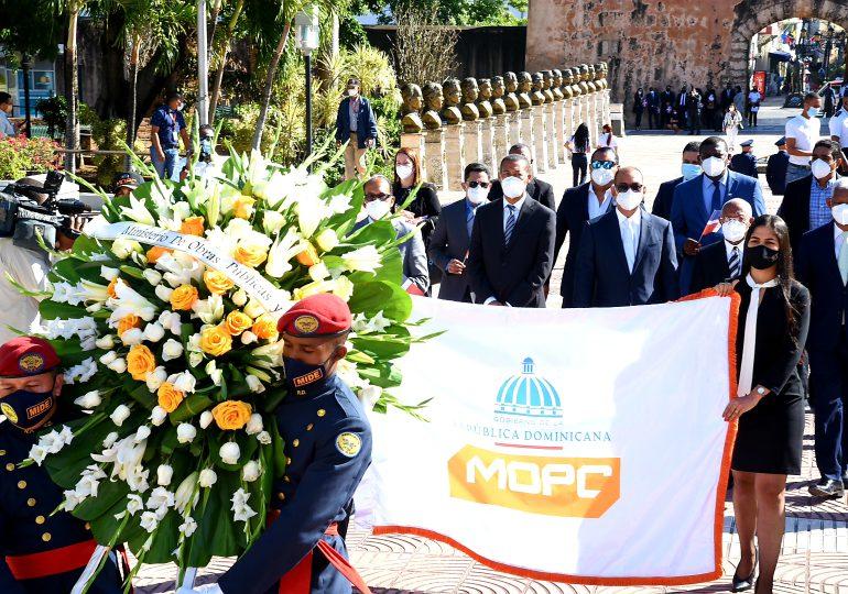 Ministerio de Obras Públicas realiza ofrenda floral en el Altar de la Patria