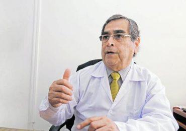 Un nuevo ministro de Salud asume en Perú, el quinto en pandemia