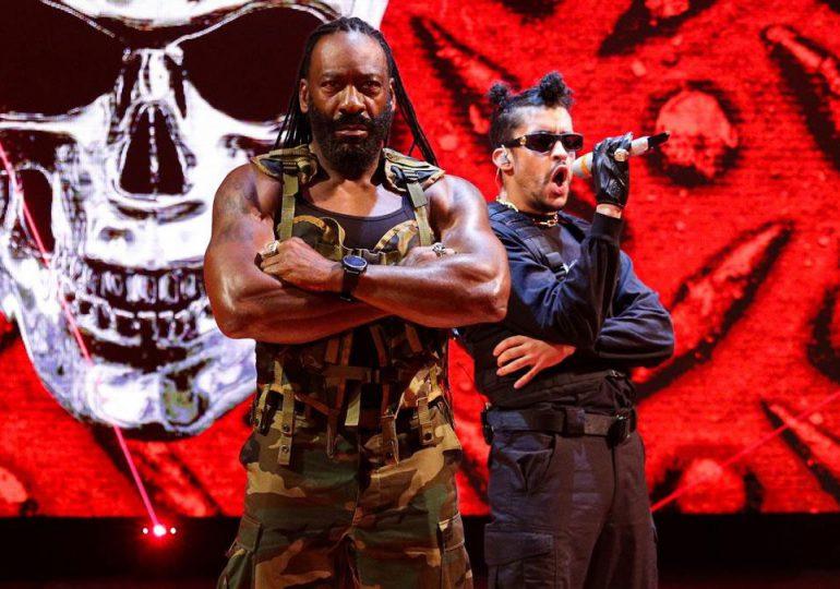 VIDEOS | Bad Bunny se presenta en el WWE Royal Rumble y noquea a dos luchadores