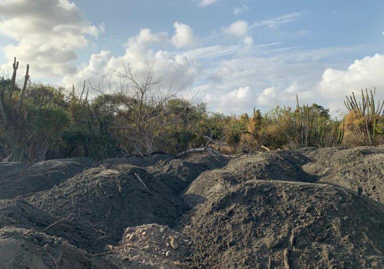 Someten a la justicia a hombre por extracción de arena en zona costera de Baní