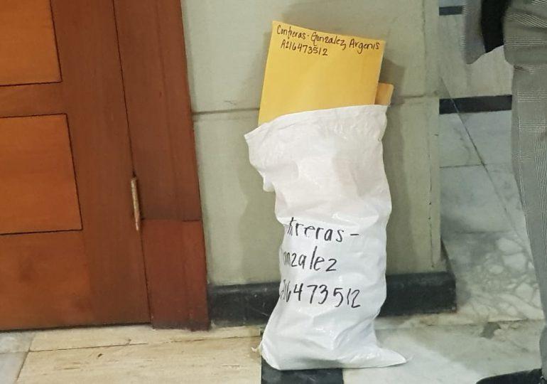 El saco que llevó Argenis Contreras a la Procuraduría ¿Será de documentos?