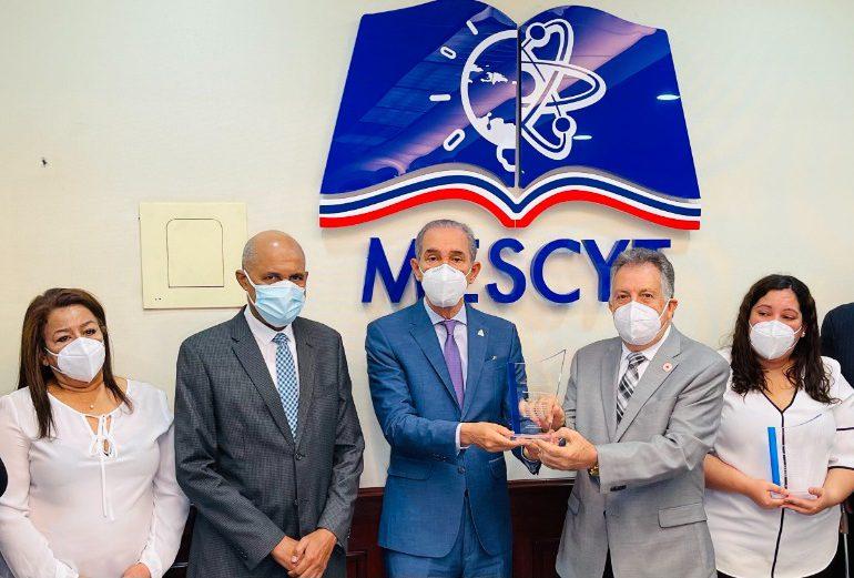 MESCYT rinde homenaje póstumo a fallecida presidenta de la Cruz Roja Dominicana