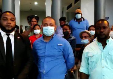 Video | Familiares de jóvenes apresados por la DNCD piden que se aclare el caso