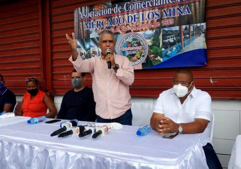 Comerciantes del mercado de Los Mina piden al Gobierno los vacune primero
