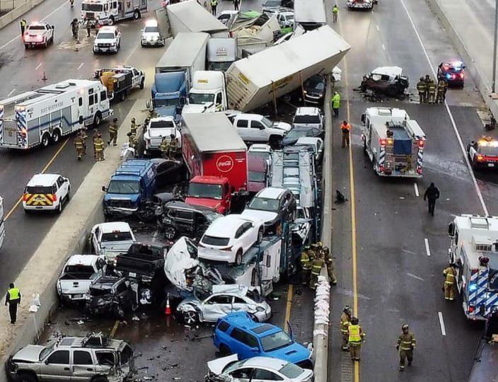 VIDEO   Al menos cinco muertos deja colisión masiva en autopista de Texas