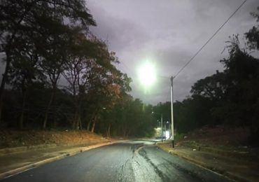 Concluyen operativo de asfaltado en avenida Miguel Barceló en Santo Domingo Este