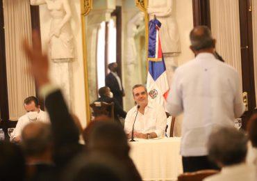 Juntas de Vecinos de Santo Domingo Este se reúnen con presidente Abinader