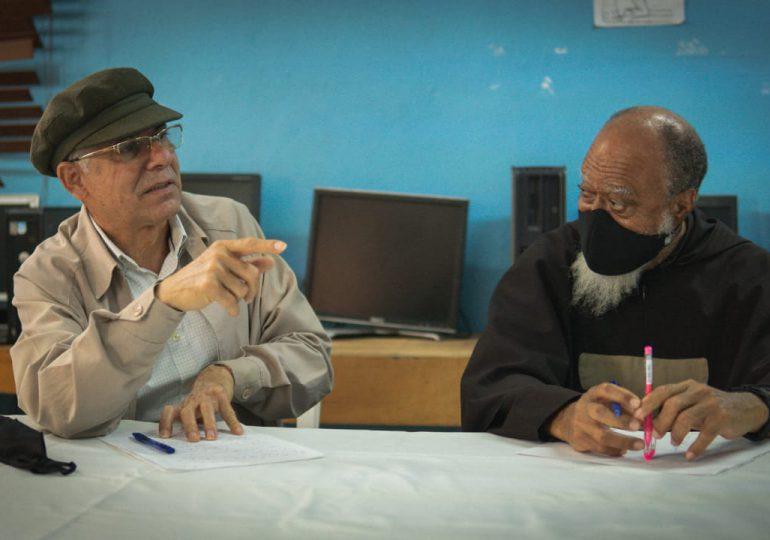 Manuel Jiménez ordena a funcionarios intervenir en la comunidad El Caliche