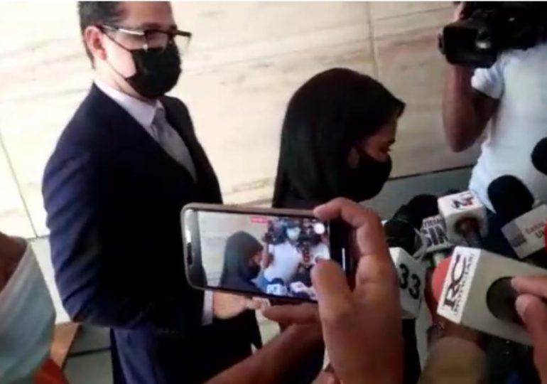 """Pastora interrogada por la Procuraduría rehúsa ofrecer detalles; reitera las """"bendiciones a todos"""""""