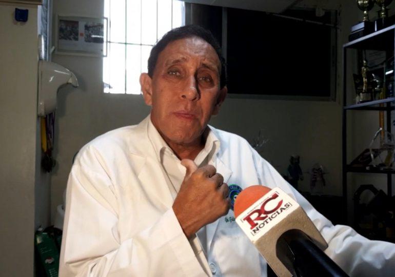 Video | Dr. Cruz Jiminián recomienda reabrir todo y eliminar toque de queda