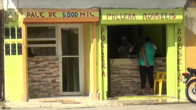 VIDEO   Solicitan autoridades intervengan pollera en Bayaguana