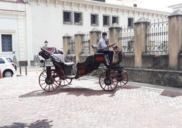 VIDEO | Inauguran carruajes eléctricos de la Ciudad Colonial