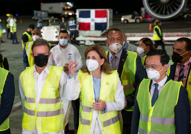 RD recibe 768 mil dosis de vacunas desde China