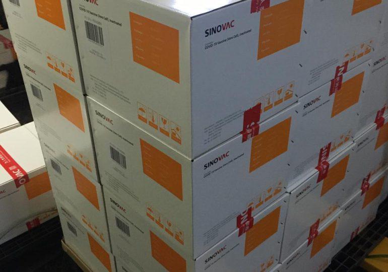 28,500 dosis de vacunas Sinovac fueron distribuidas en 18 provincias del país