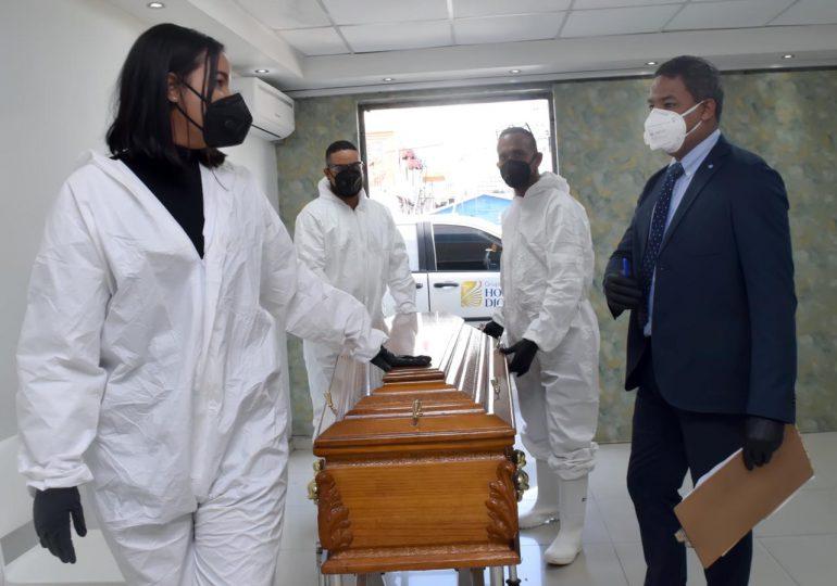 Trabajadores de funerarias piden ser incluidos en primera fase de vacunación anticovid