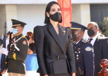 Raquel Arbaje apoya la moda local vestida de la marca Camila Casual
