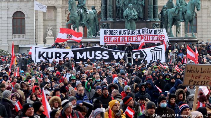 Austriacos vuelven a manifestar, hartos de las restricciones anti covid-19