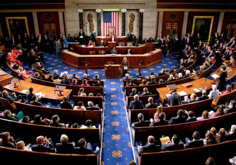 Cámara de Representanets de EEUU sanciona a congresista pro-Trump por declaraciones complotistas