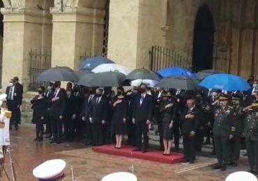 VIDEO | Ciudadanos reciben al presidente Abinader a su llegada a la Catedral Primada de América