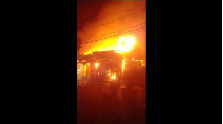 VIDEO | ¡En llamas! Se incendia pica pollo en Miramar, SPM