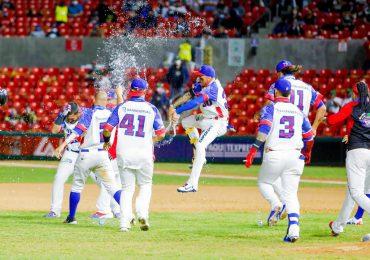 Famosos celebran triunfo invicto de las Águilas en Serie del Caribe
