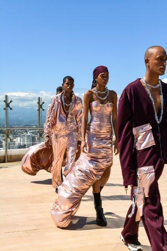 Diseñador dominicano abre Semana de la Moda en New York desde lo más alto de RD