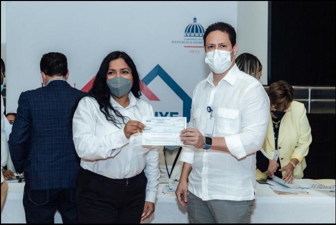 INVI entrega 20% de anticipo a proveedores para el Plan Dominicana se Reconstruye