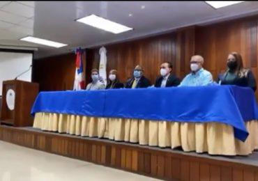 VIDEO | Salud Pública defiende proceso de licitación de jeringas, justifica cancelación del proceso