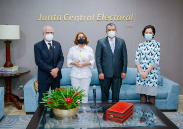 JCE y comisión de Participación Ciudadana tratan temas de institucionalidad democrática