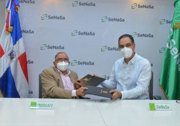 Senasa e INDOCAFE firman acuerdo para garantizar coberturas de salud a los cafetaleros