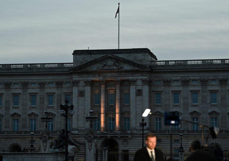 La realeza británica aborda las dañinas acusaciones de racismo de Enrique y Meghan