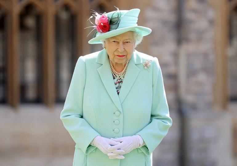 Reina Isabel II dice estar entristecida por las dificultades que vivieron Enrique y Meghan