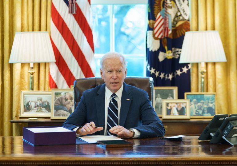 Biden promulgó plan de estímulo económico por USD 1,9 billones aprobado por el Congreso