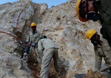Catorce muertos en mina de oro sepultada por avalancha en Afganistán