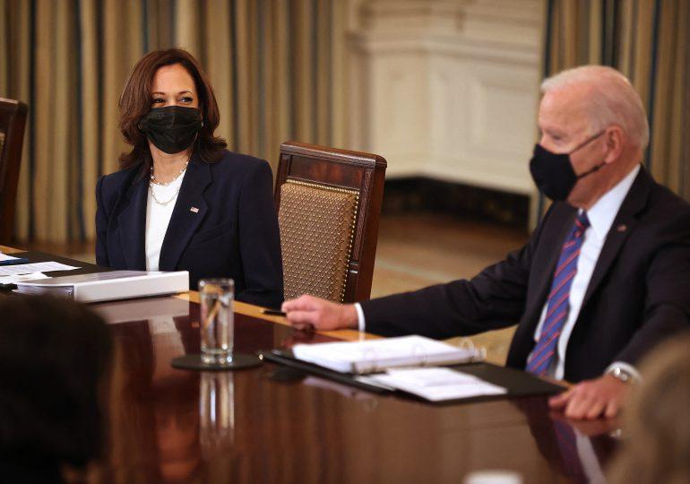 Biden encarga a Kamala Harris gestión de crisis de migrantes en la frontera de EEUU