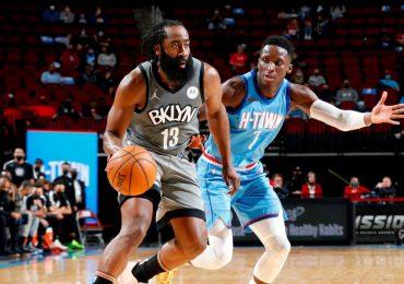 Nets ganan a Rockets en brillante regreso de Harden a Houston