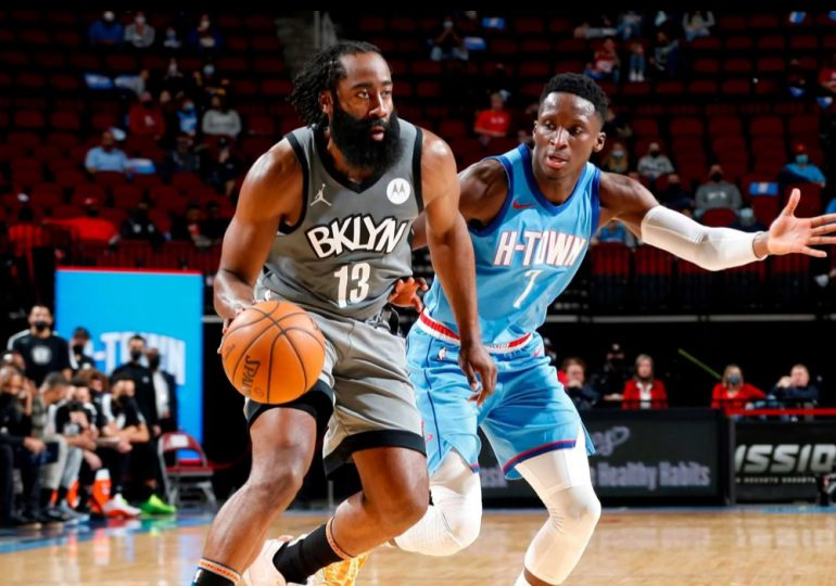 Nets ganan a Rockets en brillante regreso de Harden a Houston