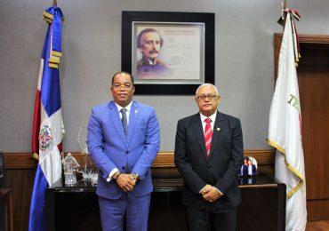 Presidente Abinader cambia de posición al Tesorero Nacional y al contralor general