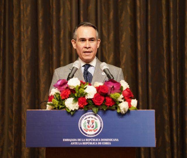 Embajador Dominicano en Corea, utiliza bachata para promocionar RD en ese país asiático