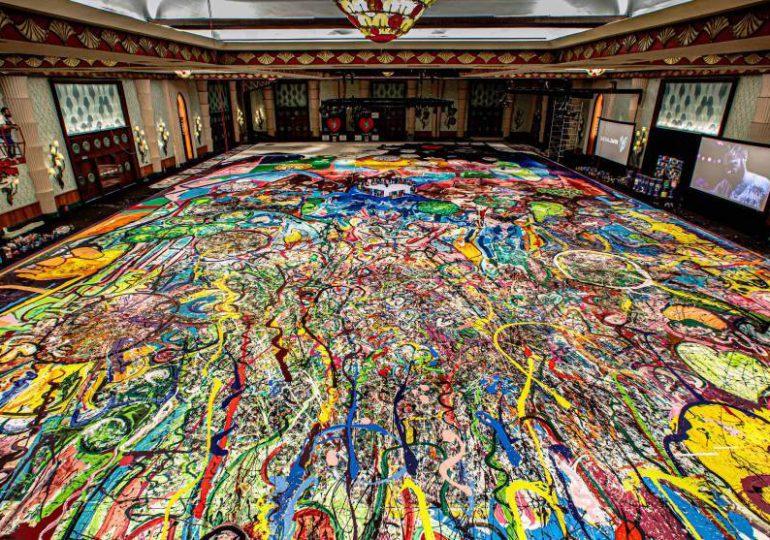 Subastan en Emiratos la mayor pintura en tela del mundo por 62 millones de dólares