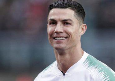 Realizan subasta benéfica del brazalete lanzado por Cristiano Ronaldo en Belgrado