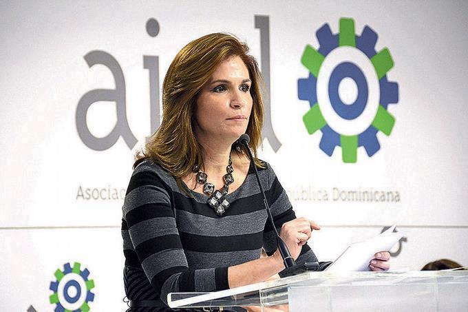 Circe Almánzar: mujeres deben asumir reto de insertarse en áreas que generen mejores ingresos