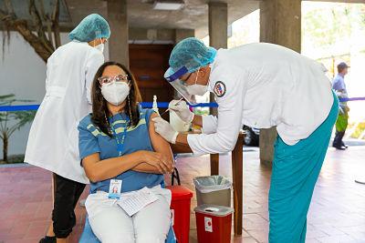 ¡AVISO! Centros de vacunación de la PUCMM no operarán hasta nuevo aviso