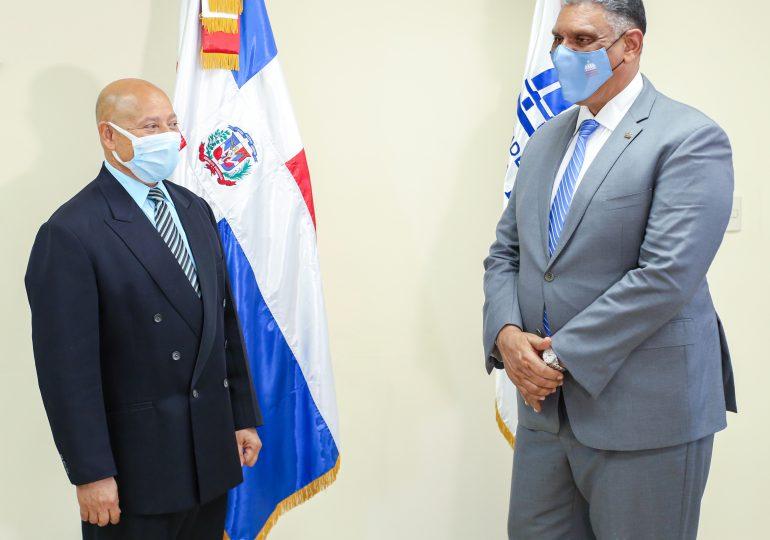 Ministro Jesús Vásquez juramenta nuevo consultor jurídico de Interior y Policía