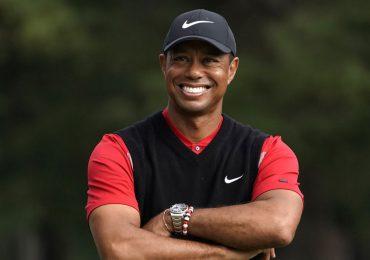 Tiger Woods dice que se recupera en su hogar del accidente automovilístico
